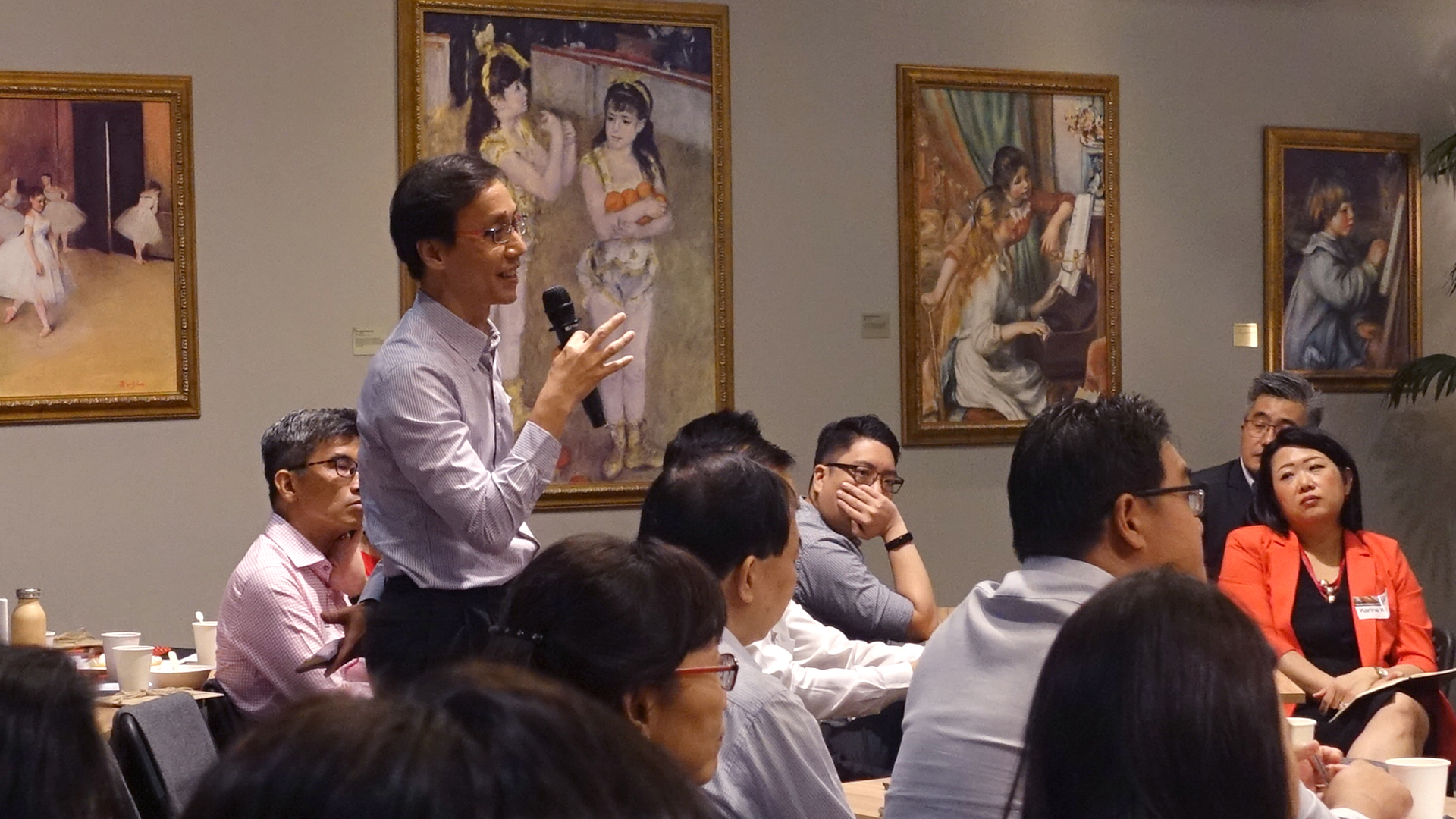 Mr Lee Wai Hoong (Head—Partnership, Focus on the Family) asking a question during Q&A